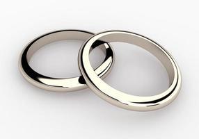 couple or blanc, bagues de mariage en platine en arrière-plan isolé photo