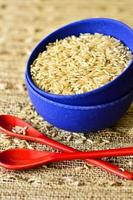 bol de riz sec et deux cuillères photo