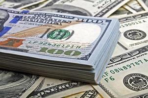 pile de billets de cent dollars close-up