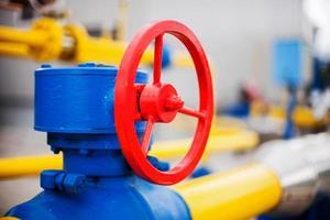 vannes de tuyauterie d'usine de traitement de gaz de pétrole photo