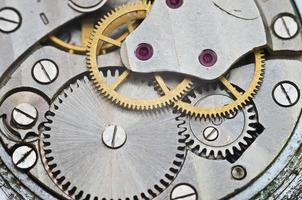 roues dentées métalliques en mouvement d'horlogerie, concept de travail d'équipe photo