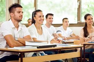 étudiants écoutant une conférence photo