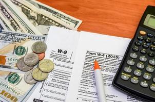 impôts sur le revenu. w-9 photo