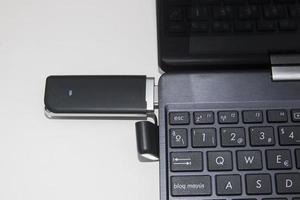 modem USB pour Internet sans fil dans un ordinateur portable photo