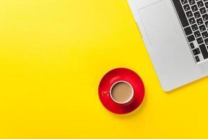 tasse de café et ordinateur portable photo