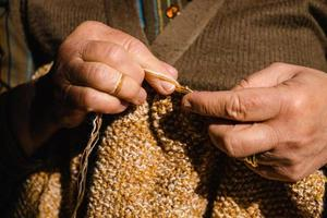 mains tricotant photo