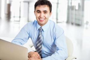 homme d'affaires heureux photo