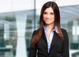 jeune femme d'affaires souriant photo