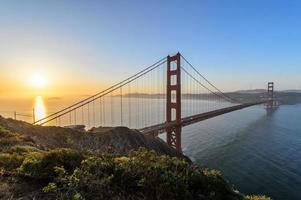 lever du soleil à golden gate, san francisco photo