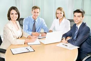 gens d'affaires travaillant photo