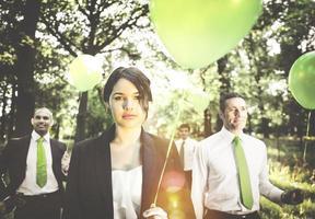 groupe de gens d'affaires détenant le concept de ballons photo