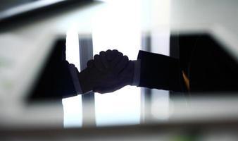 poignée de main au bureau photo
