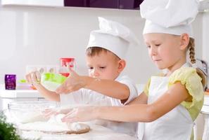 travail d'équipe dans la cuisine photo