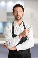 cuisinière mâle, à, tablier, sourire