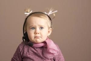 triste petit bébé photo