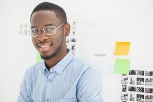portrait, de, homme affaires souriant, à, lunettes photo