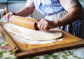 femme âgée, cuisson photo