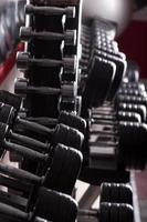 équipement de gym. fond de sport. haltère. copie espace photo