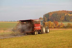 traktor bei der arbeit photo