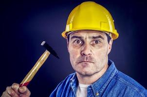 bauarbeiter mit hammer photo