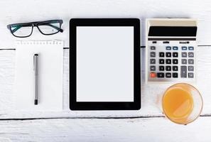 tablette et téléphone tactile avec écran isolé photo
