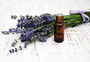 lavande et huile de massage photo