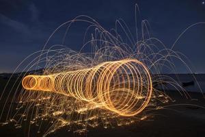 soirée feu dansant avec la nature photo