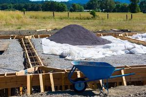 chantier de construction avec baril de roue photo