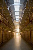 le bloc cellulaire de Broadway de la prison d'Alcatraz maintenant vide