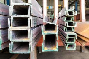 Close up tas d'acier en forme de poutre en U