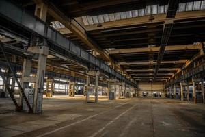 grand hall industriel d'une station de réparation photo