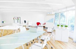 salle de réunion contemporaine vide sans personnes photo