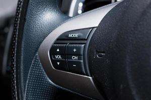 boutons de commande audio sur la voiture photo