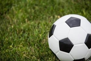 ballon de soccer sur le terrain