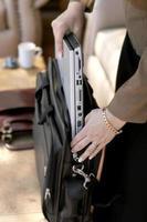femme affaires, emballage, /, déballage, ordinateur portable, ordinateur photo