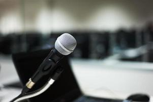 microphone dans un laboratoire informatique