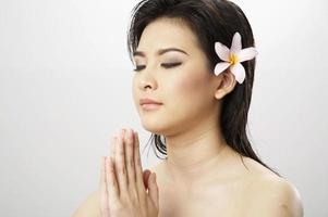 femme méditant photo