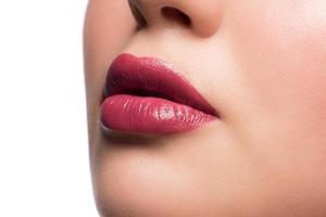 lèvres de femme avec rouge à lèvres photo