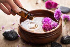 huile essentielle pour l'aromathérapie photo