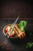 rouleaux de printemps aux légumes et crevettes photo