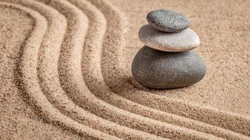 jardin zen japonais en pierre photo