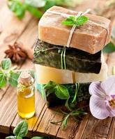 savons et huiles biologiques faits maison photo