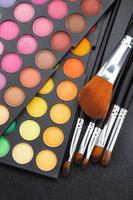 pinceaux de maquillage et ombres