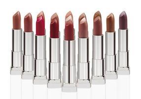 groupe de rouges à lèvres isolé sur blanc avec un tracé de détourage photo