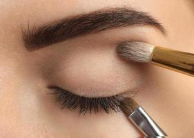 maquillage. maquillage des sourcils.