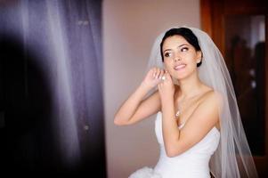 mariée brune caucasienne photo