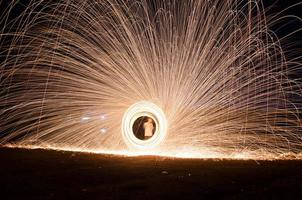 feux d'artifice de laine d'acier brûlant photo