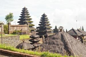 temple besakih sur bali photo