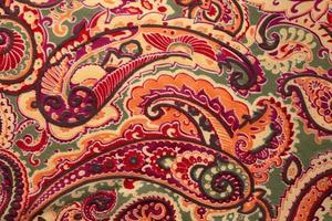 fond de soie motif paisley traditionnel