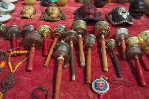 roues de prière bouddhiste à vendre photo